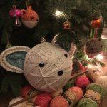 Am Weihnachtsbaum Totalwollig Tierkugeln