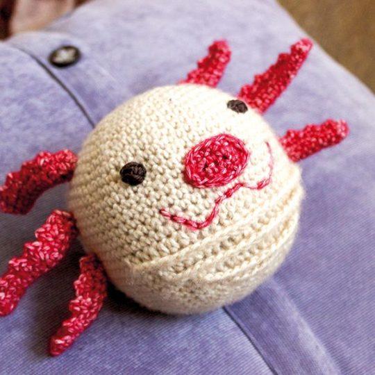 Axolotl Rasselball Häkelanleitung
